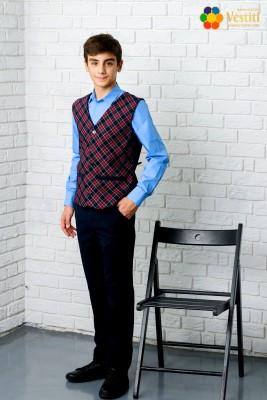 Set pentru școală din trei piese  (pantaloni albaștri, cămașă albastră deschisă și vestă în carouri)