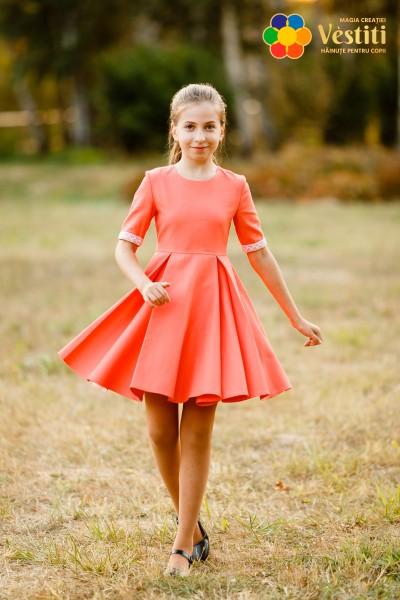 Коралловое платье из жаккардовой ткани
