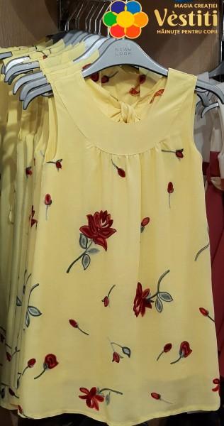 Желтое платье с вышивкой