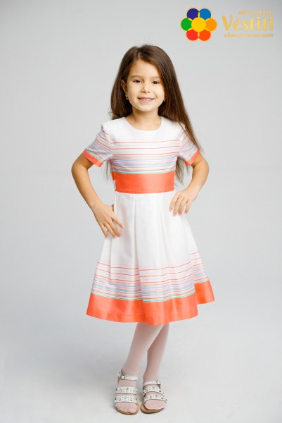 Белое платье в полоску